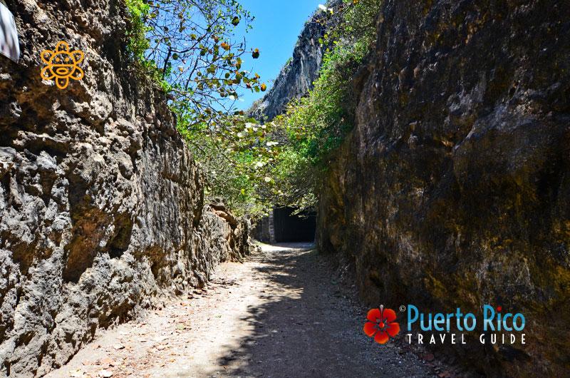 Tunel de Guajataca (Tunnel) - Isabela, Puerto Rico